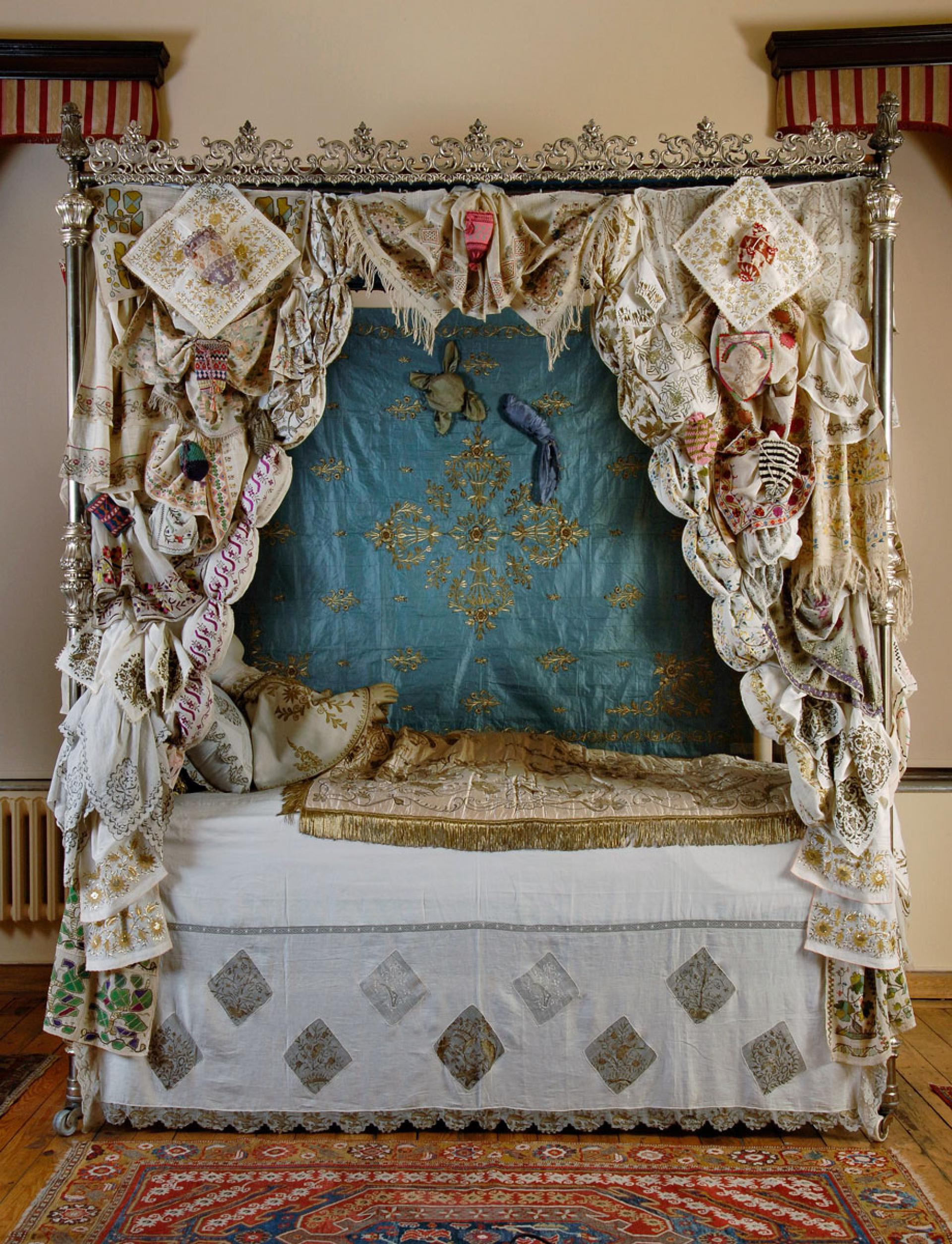 Circumcision tradition and the decorated bed - Muslim boys are usually circumcised between the ages of 5 and 11. Circumcisions were an occasion for joy and festivity. The circumcision bed would be set up in the main room of the house or in the garden. This bed would be decorated with embroideries borrowed from neighbors. Guests showered the boys with gifts.