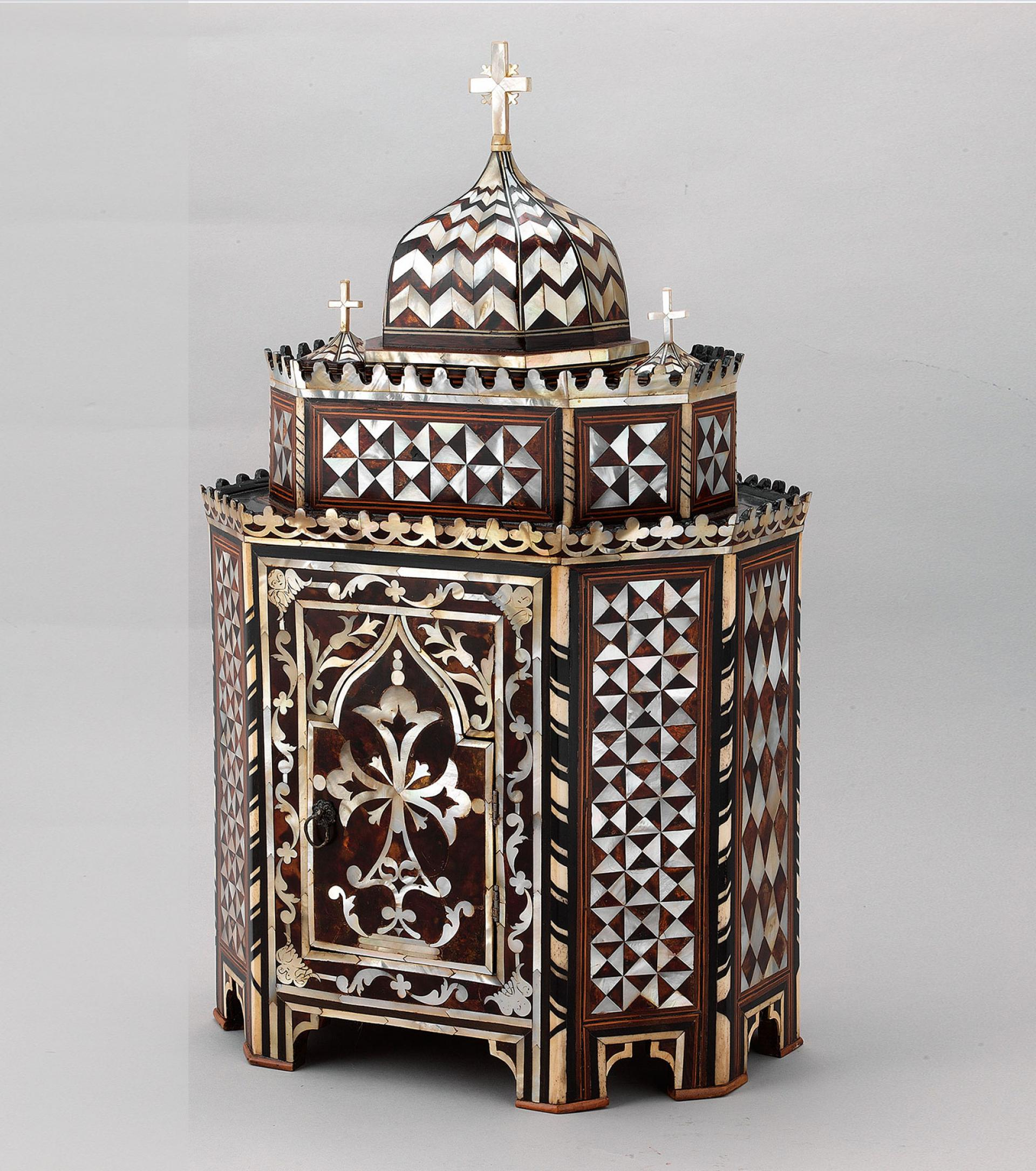 SHM15645 - ArtophorionWood - mother of pearl - tortoise shell Ottoman, 19th centuryIstanbul