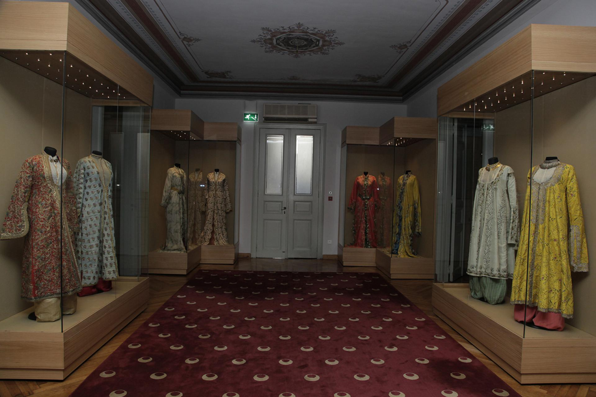 WOMEN'S COSTUME OF THE LATE OTTOMAN ERA Sadberk Hanım Museum Collection - EXHIBITIONS - Sadberk Hanım Museum